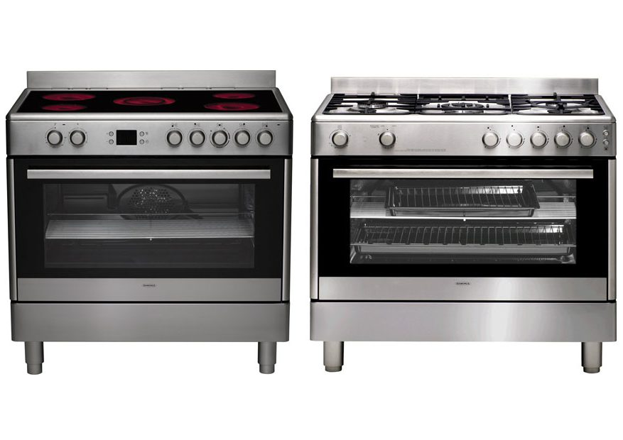 Choosing Between Gas Oven vs Electric Oven? How They Affect Your Baking
